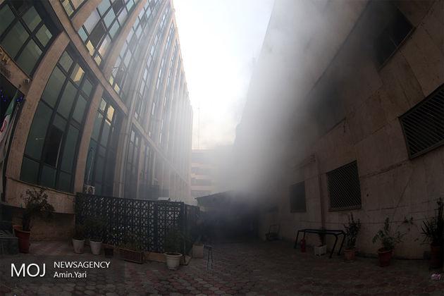 مصدومیت 11 آتش نشان در عملیات اطفای حریق ساختمان وزارت نیرو