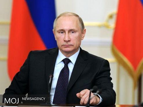 """پوتین: روسیه آماده دفاع از خود برابر این """" جهان غیرقابل پیش بینی """" است"""