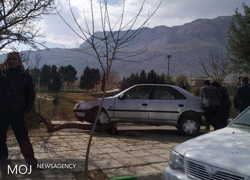 انحراف خودروی پژو به پیادهروی زیباکنار خرمآباد حادثه آفرید