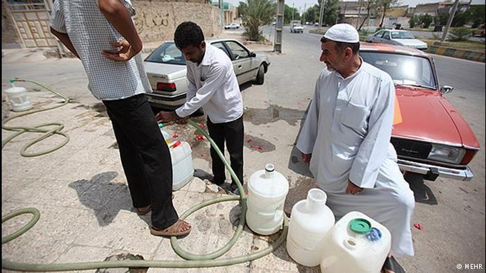آلودگی آب اهواز را قبول ندارم / خرید آب توسط مردم نتیجه جنگ روانی است