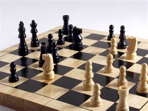 50 شطرنج باز کم بینا و نابینا در یزد رقابت کردند