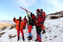 تلاش کوهنوردان برای جستجوی لاشه هواپیما در ارتفاع ۳۵۰۰ متری