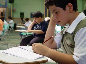هدایت دانشآموزان به سمت هنرستانها باید همراه با زیرساختها باشد