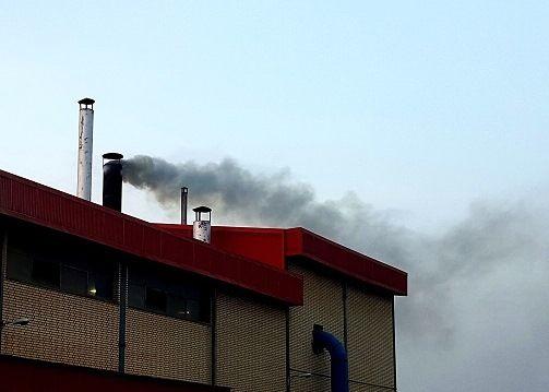 صدور حکم قضایی برای یک واحد صنعتی آلوده کننده هوا در شهرستان شاهین شهر و میمه