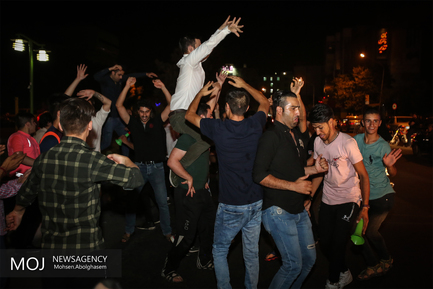 شادی مردم بعد از دیدار تیم ایران و پرتغال