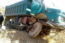 کشته شدن یک نفر در برخورد دو خودروی سنگین در جاده قم-تهران