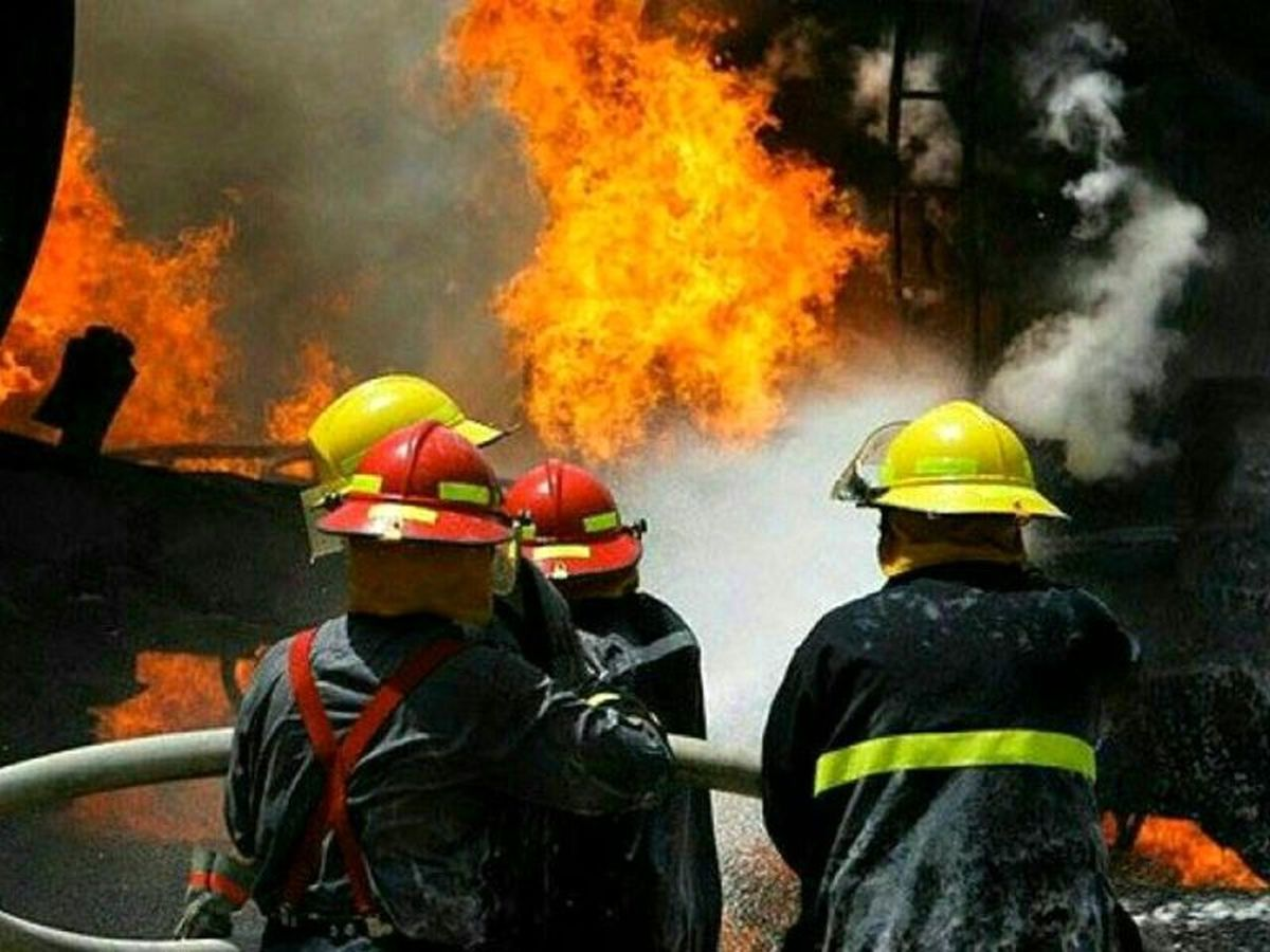 مهار آتش سوزی در ساختمان سرپرستی شعب بانک ملت در اصفهان