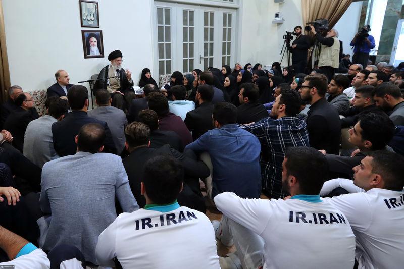 مدال آوران کاروان ورزشی ایران در بازی های آسیایی با رهبر انقلاب دیدار کردند