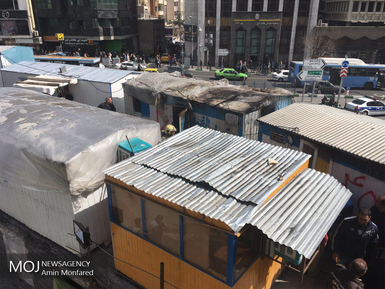 آتش سوزی کانکس کارگران مترو در میدان هفت تیر