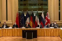 آمریکا قصد دارد در مقابل لغو برخی تحریم ها، ایران را به پایبندی به برجام متعهد کند