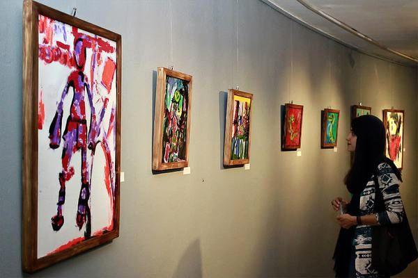 نمایشگاه گروهی «انسان پا در هوا» برپا شد