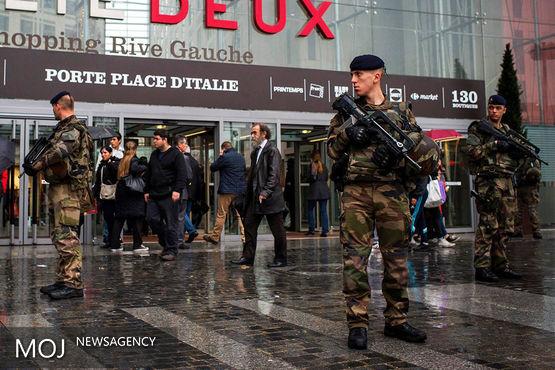 گشت زنی نیروهای ارتش در شهرهای فرانسه ادامه می یابد
