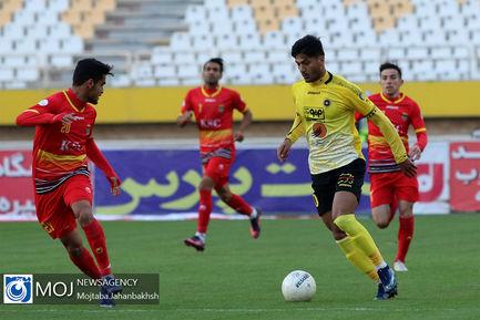 دیدار تیم های فوتبال سپاهان و فولاد خوزستان - ۱۱ بهمن ۱۳۹۸