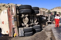 یک نفتکش در جاده پلدختر واژگون شد