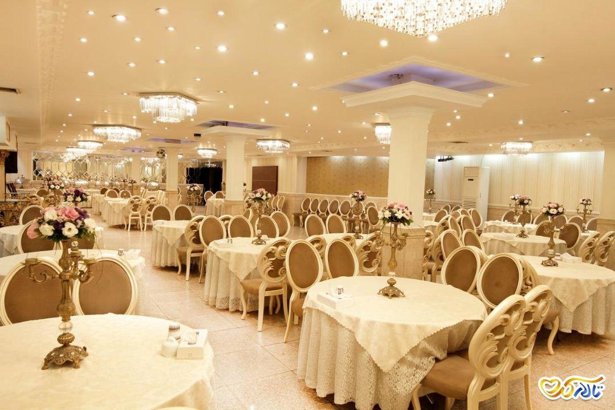 پذیرش یک سوم جمعیت  در تالارهای پذیرایی در خمینی شهر