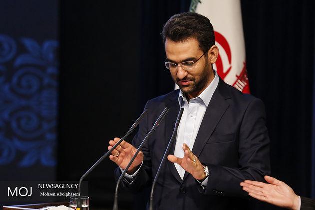 وزیر ارتباطات در ورزشگاه آزادی حضور  یافت